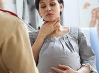 Беременная женщина с болью в горле