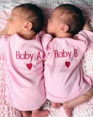 Особенности воспитания двойняшек