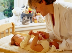 В первые дни после роддома поможет патронажная медсестра.
