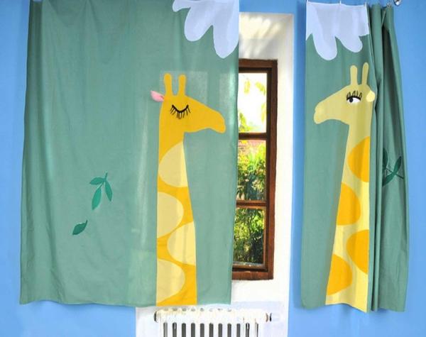 Шторы должны сочетаться с общим интерьером и цветовой гаммой детской комнаты