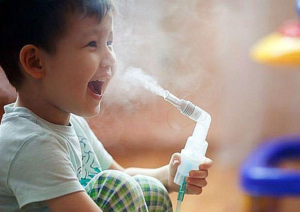 При лающем кашле, сопровождающемся температурой, вызывайте врача