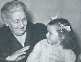 Мария Монтессори с ребенком
