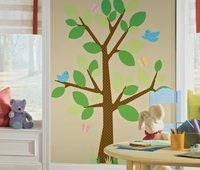 Если в детской живут разнополые дети, рисунки на обоях лучше выбирать нейтральные