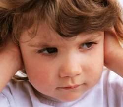 ухо болит у ребенка отит