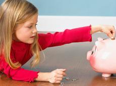 Как научить ребенка обращаться с деньгами?