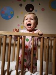 почему плачет ребенок ночью