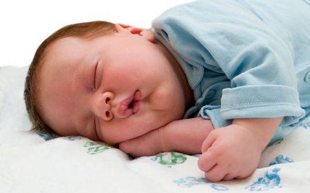 почему ребенок мало спит днем