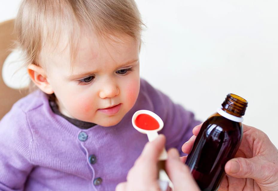 Если ребенок очень кашляет и температурит, не спешите его лечить самостоятельно!