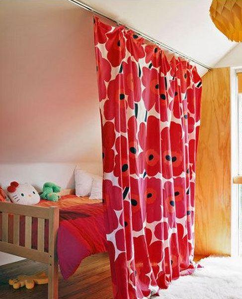 Самый простой способ разделить комнату на зоны - повесить штору